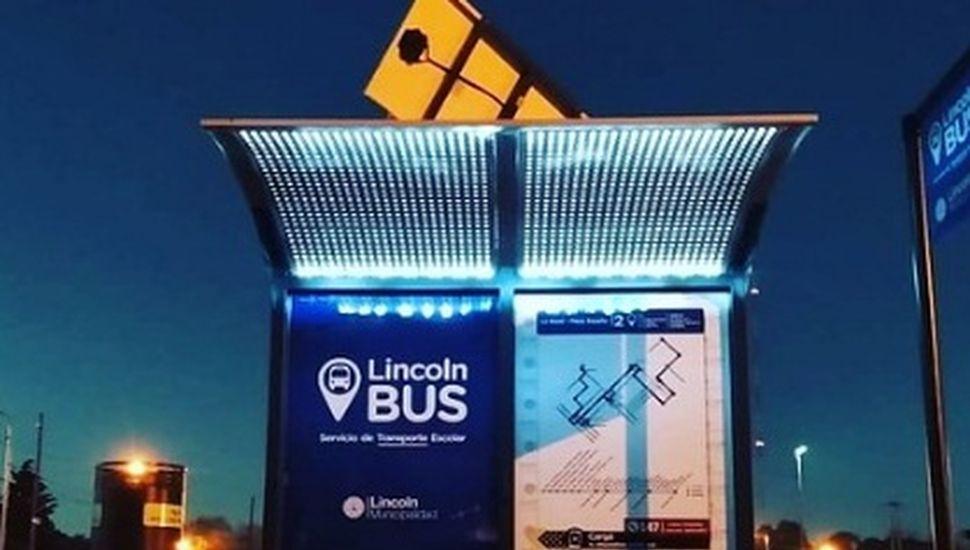Colocan nuevos refugios para colectivos, luminaria y señalética en Lincoln