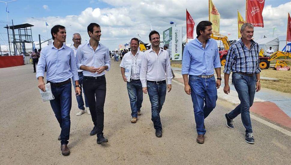 Petrecca mantuvo reuniones y firmó convenios en Expoagro