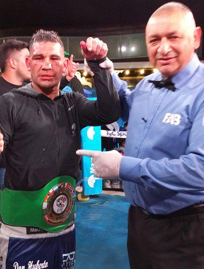 El mercedino Walter Sequeira es declarado ganador de la pelea ante Facundo Galovar, por puntos en fallo dividido.