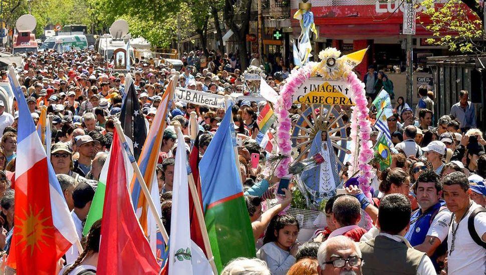Los peregrinos marcharon para arribar durante la madrugada a la Basílica de Luján.