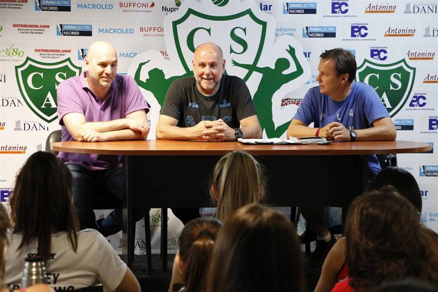 Guillermo Cáceres disertó en el Club Sarmiento - Diario Democracia