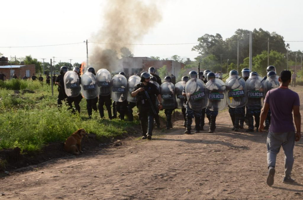 Tensión en Lincoln: desalojaron a ocupantes de varios terrenos - Diario Democracia