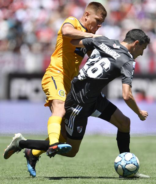 """Lucas no lo dejó a """"Gamba"""" a Rosario Central y con gol suyo, venció a River - Diario Democracia"""