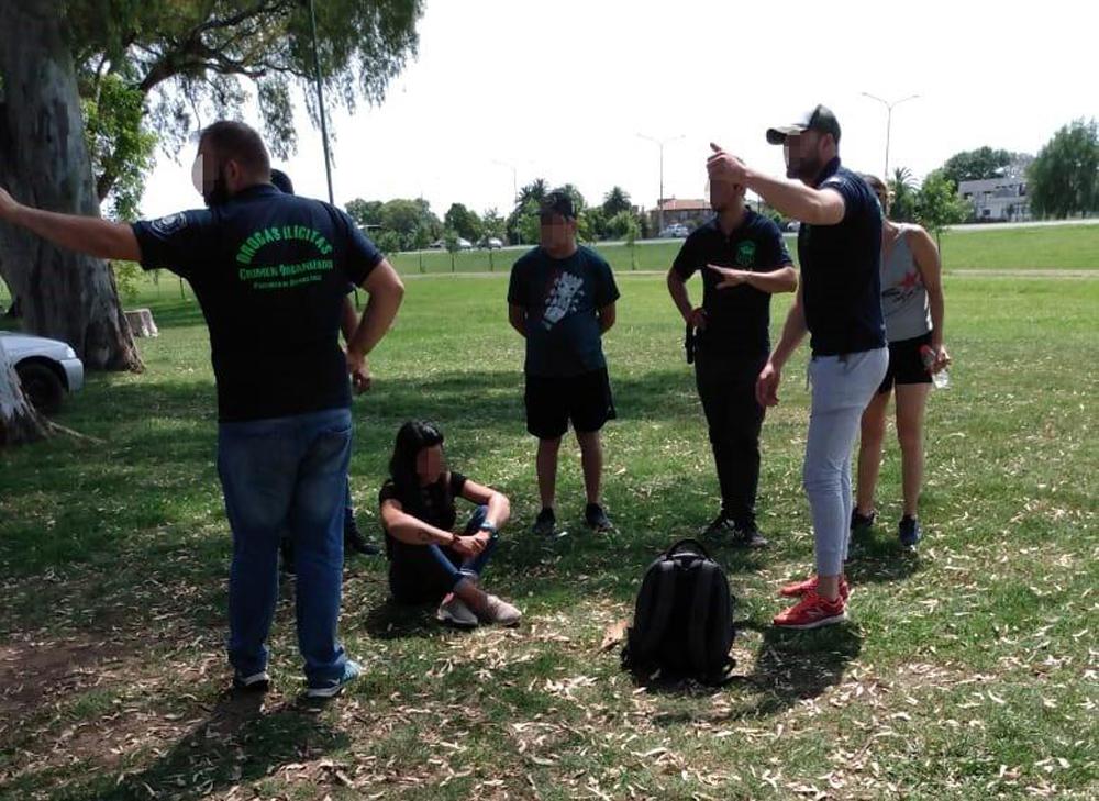 Junín: detuvieron a dos personas que transportaban ocho kilos de marihuana - Diario Democracia