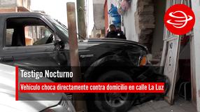 Vehículo choca directamente contra domicilio en calle La Luz de la zona Centro de Fresnillo