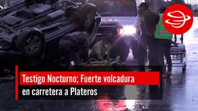 Fuerte volcadura en carretera a Plateros