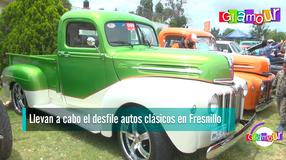Llevan a cabo el desfile autos clásicos en Fresnillo