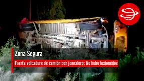 Se registra fuerte volcadura de camión con jornalero; No hubo lesionados