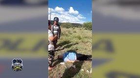Mujer pierde control de su vehículo y sale del camino