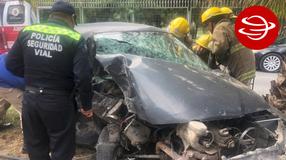 Automovilista queda prensado tras fuerte choque sobre Calzada Proaño