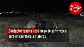 Conductor resulta ileso luego de sufrir volcadura en carretera a Plateros