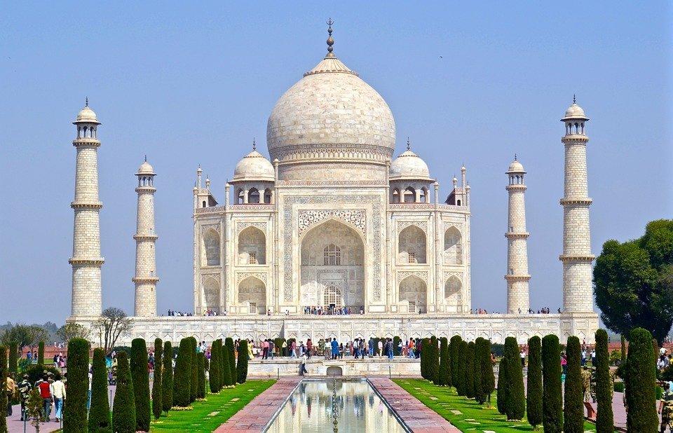 Aanschouw de indrukwekkende architectuur van de Taj Mahal in Inda