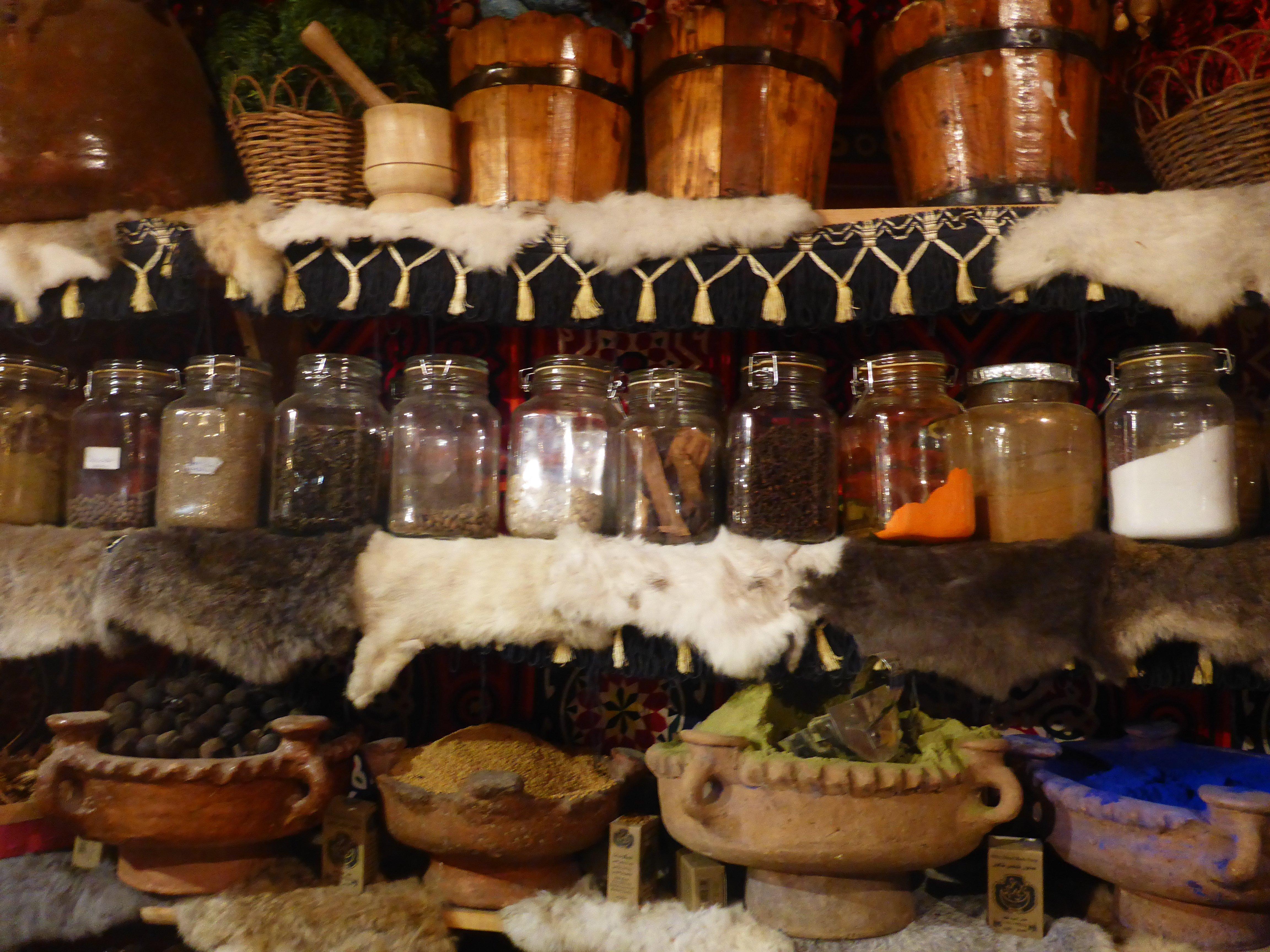 Bezoek aan een kruidenwinkel in El Quseir
