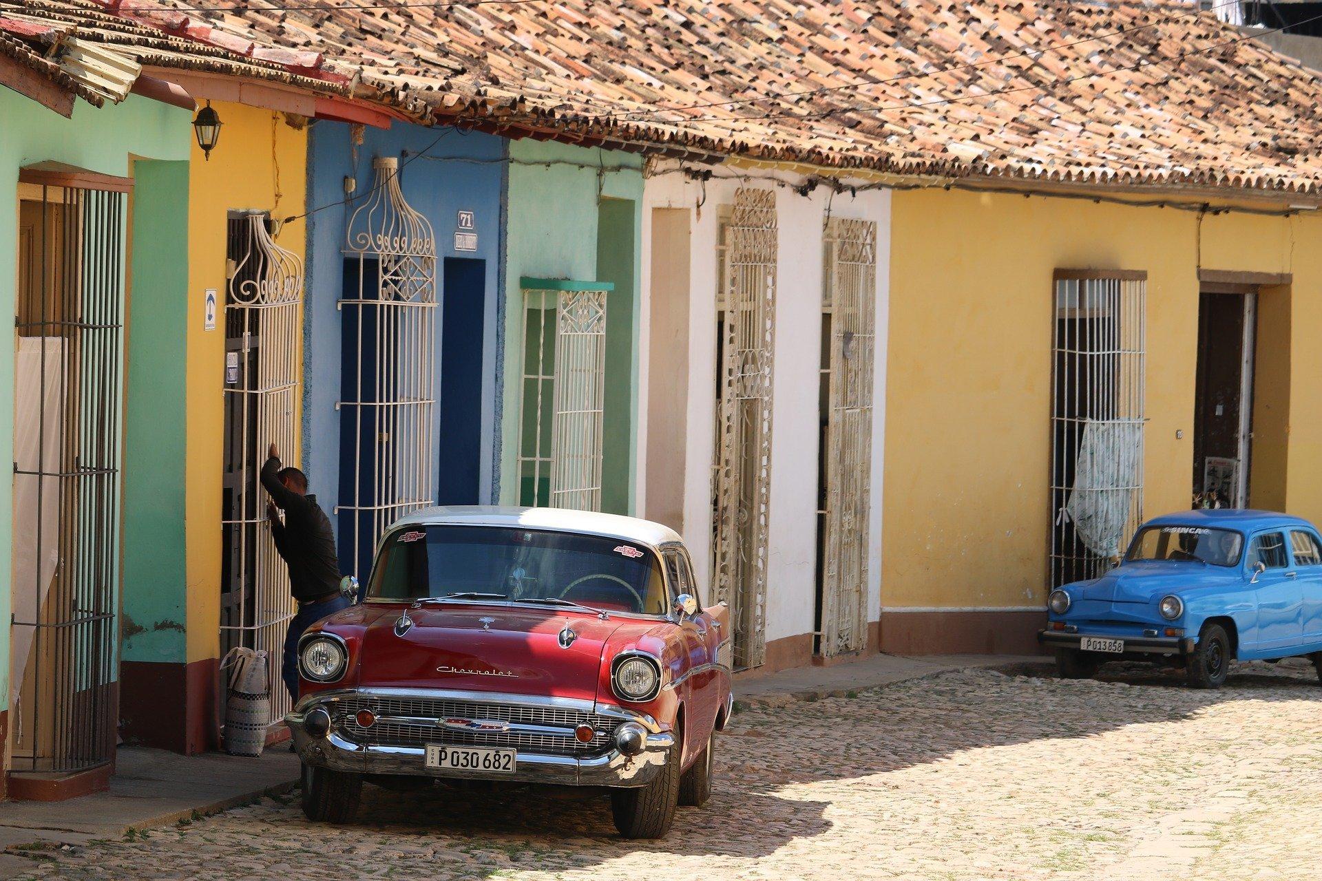 Oldtimers zijn niet weg te dneken uit het straatbeeld in Cuba
