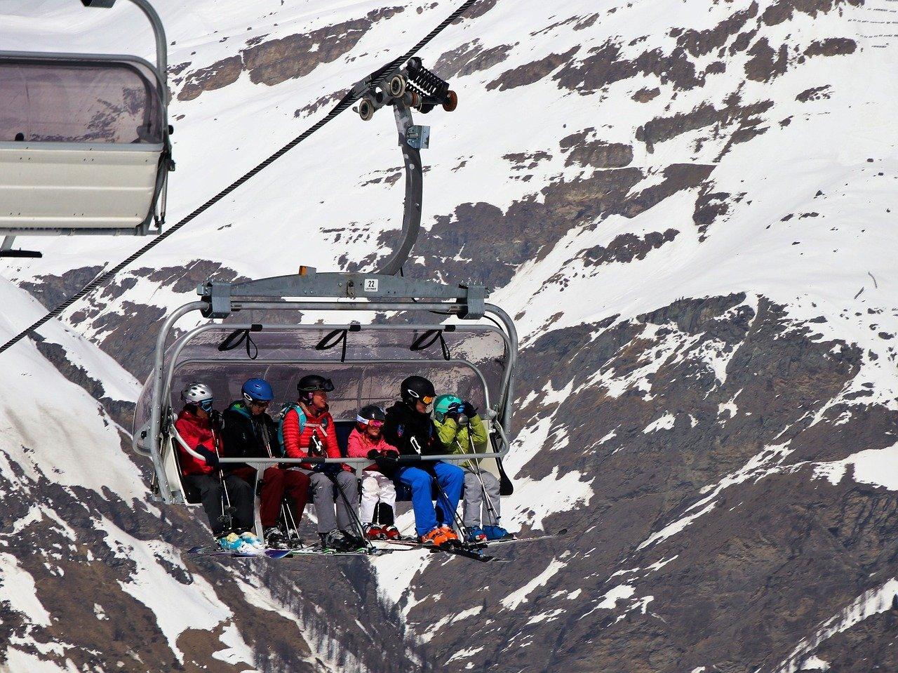In de skilift met de hele familie