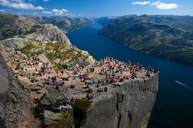 Preikestolen - de gropotste toeristische trekpleister van Noorwegen met een adembenemend uitzicht