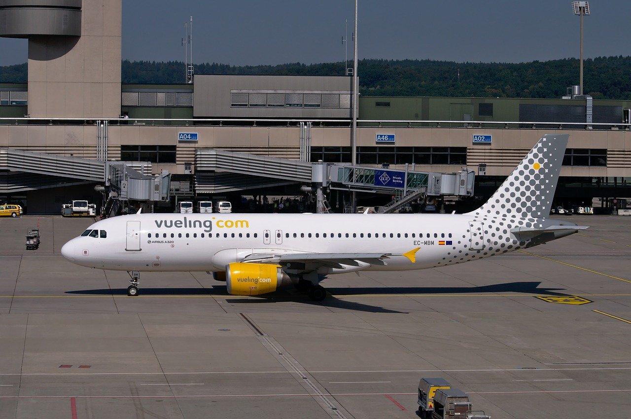 Bespaar op je reiskosten door te vliegen met low-cost maatschappijzen zoals Vueling