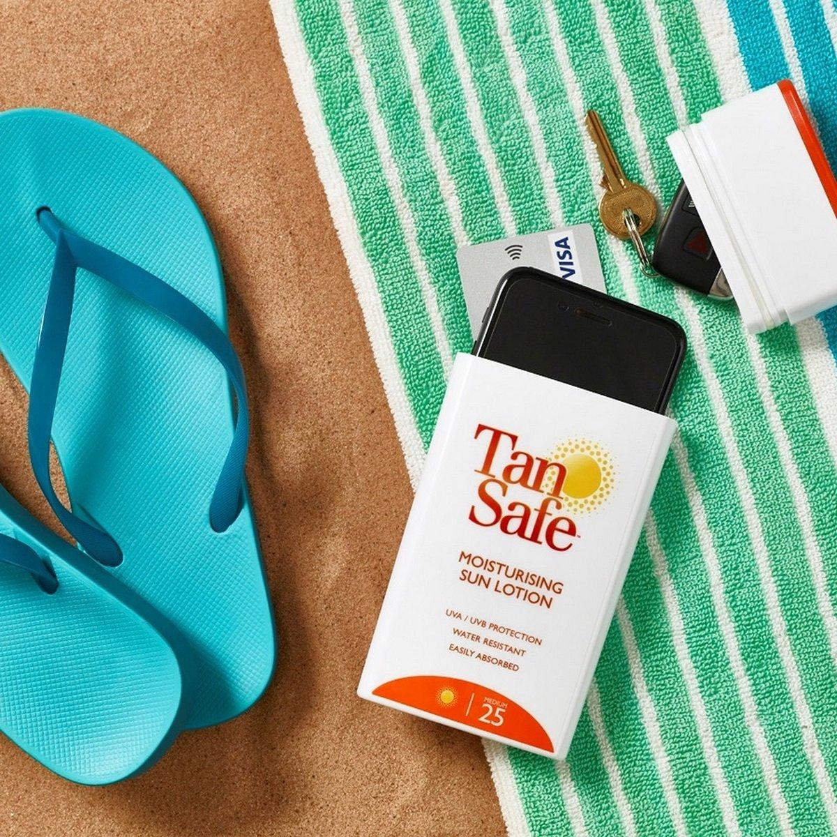 Dit gadget vind ik super handig! Het lijkt op een flesje zonnemelk maar eigenlijk verstop ik er mijn gsm en kamersleutel in als ik een duik neem in het zwembad of aan het snorkelen ben in het rif