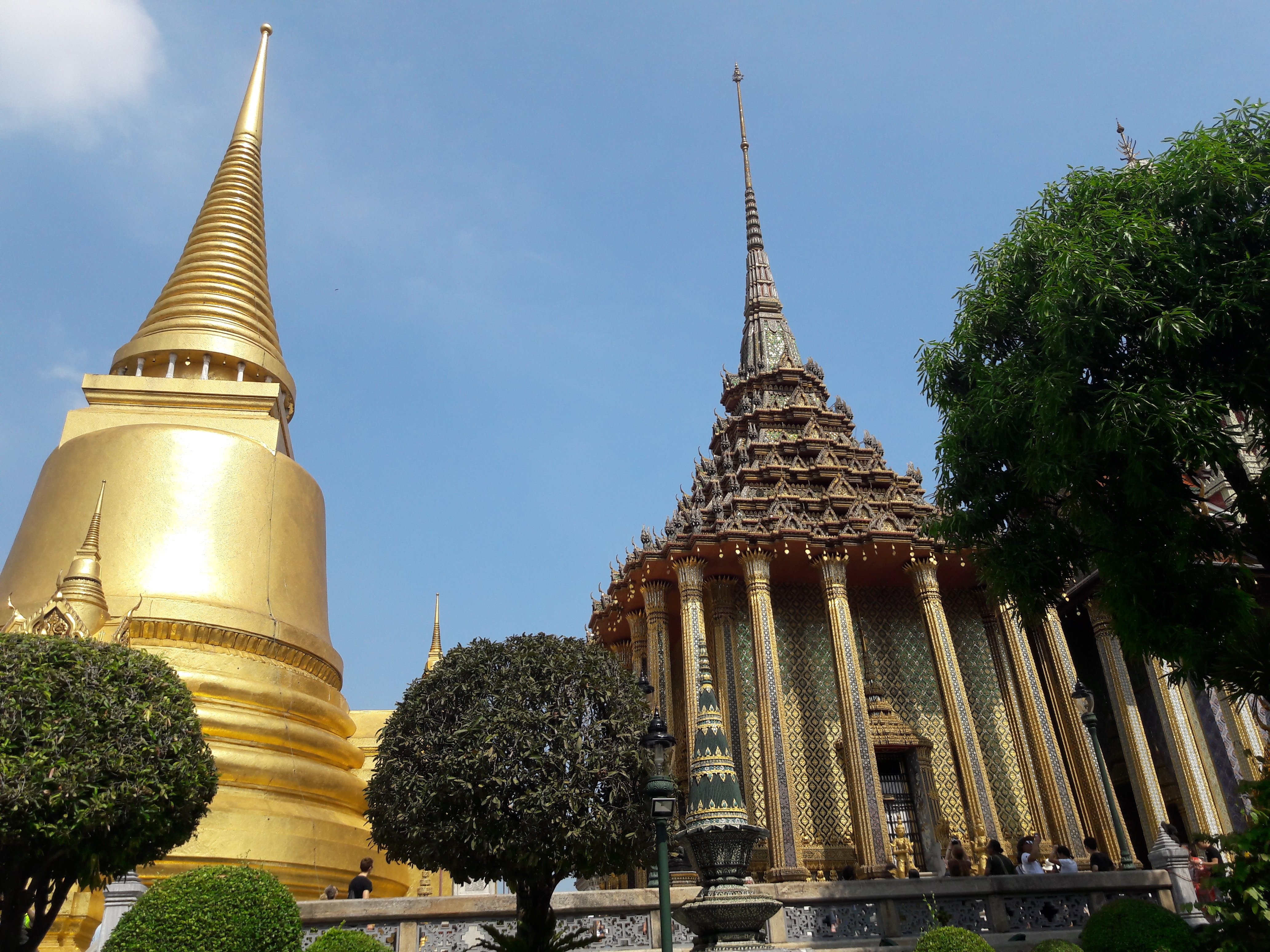 Een must do in Bangkok is een bezoek aan het Koninklijk Paleis met zijn vele kleurrijke tempels