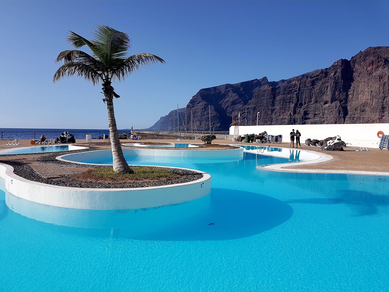 Zwembad met 'zeezicht' tijdens vakantie in tenerife