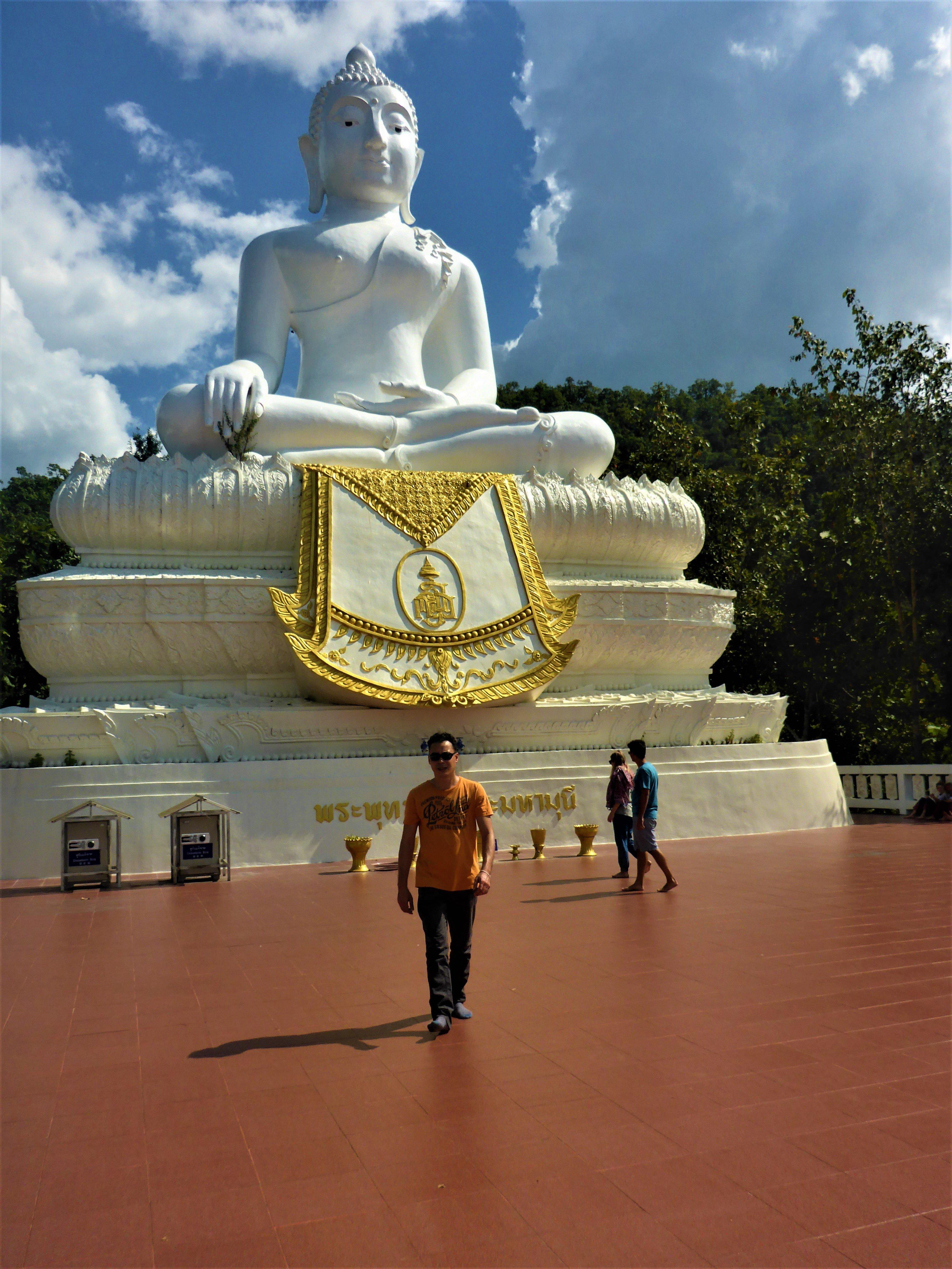 De grote witte Boeddha in Pai