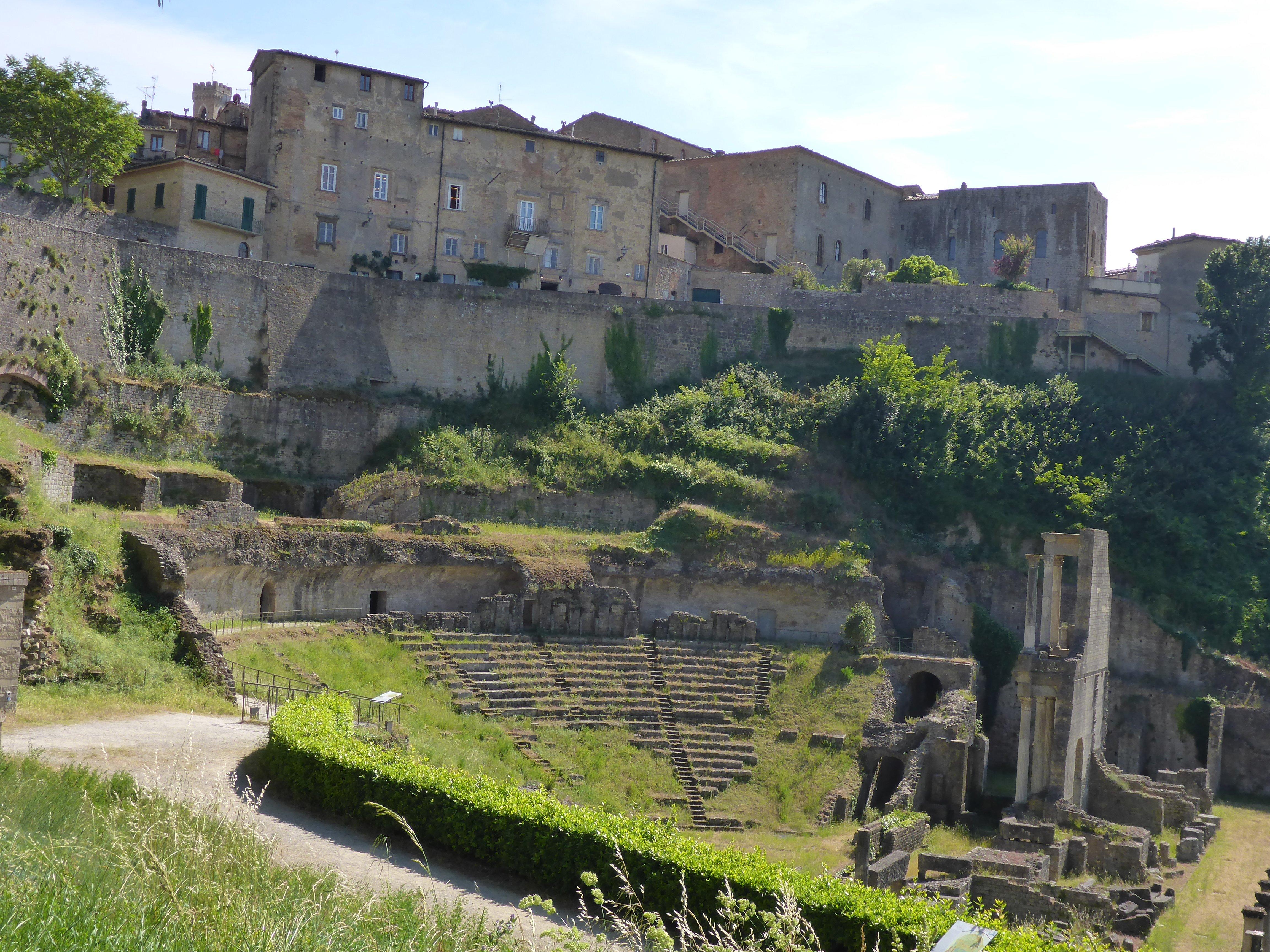 Resten van een Romeins amfitheater in Volterra - Toscane
