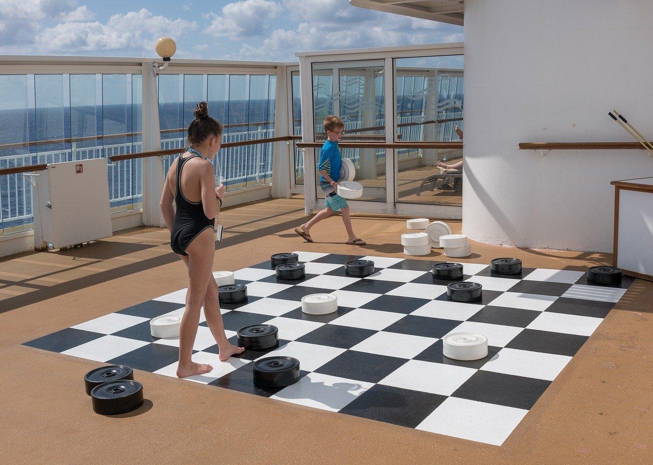 Reuze dammen op een cruiseschip