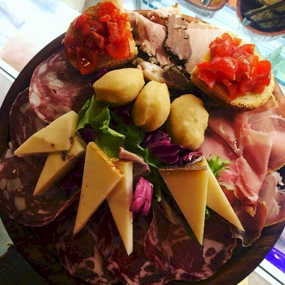 IN Italië bestel je geen voorgerecht maar 'antipasti'