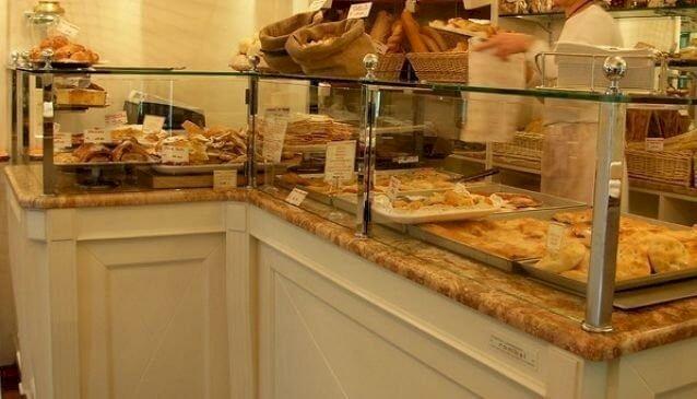 Tijdens de lunchpauze naar Focacceria pugi voor heerlijk gebak en panini's