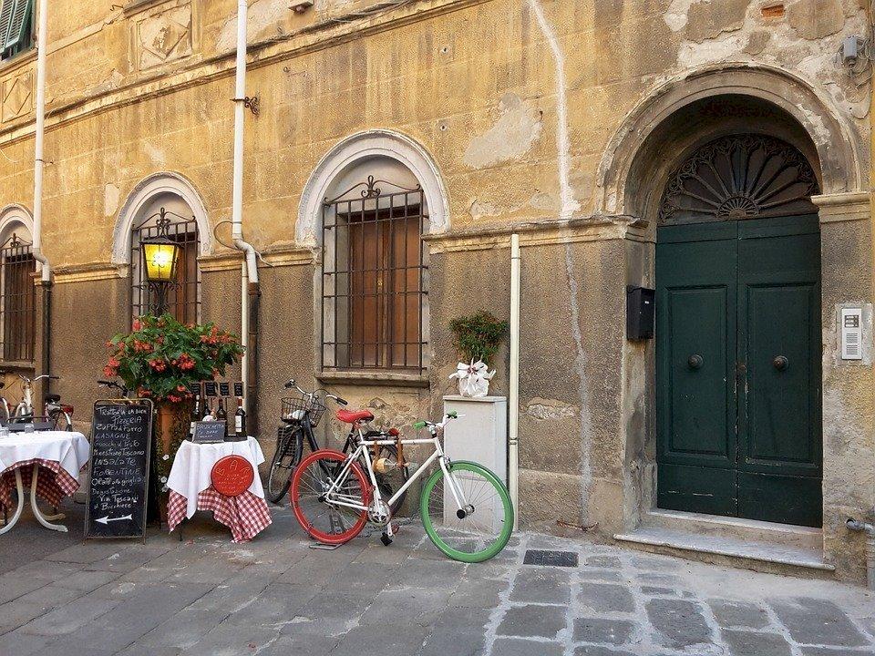 Ontdek ook zeker de binnenstad van Pisa met zijn gezellige steegjes en heerlijke restaurants