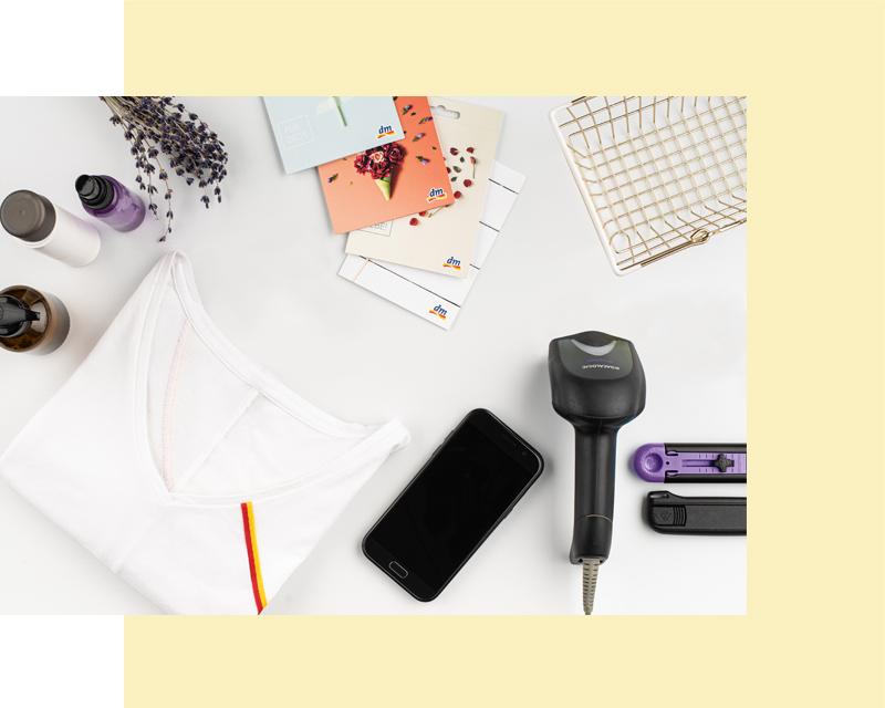 Работно място с тениска, ваучер-подарък, телефон