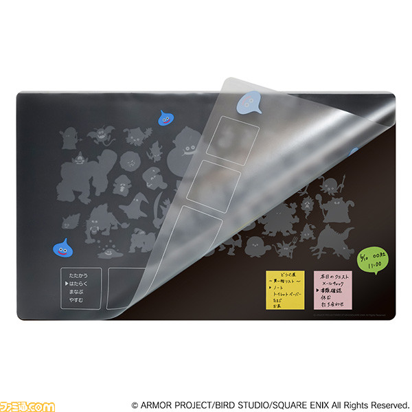 『ドラゴンクエスト』ファミコンの戦闘画面を思わせるコマンドウィンドウ付きデスクマットが発売。メモの貼り付けや書類の収納が可能な2枚構造