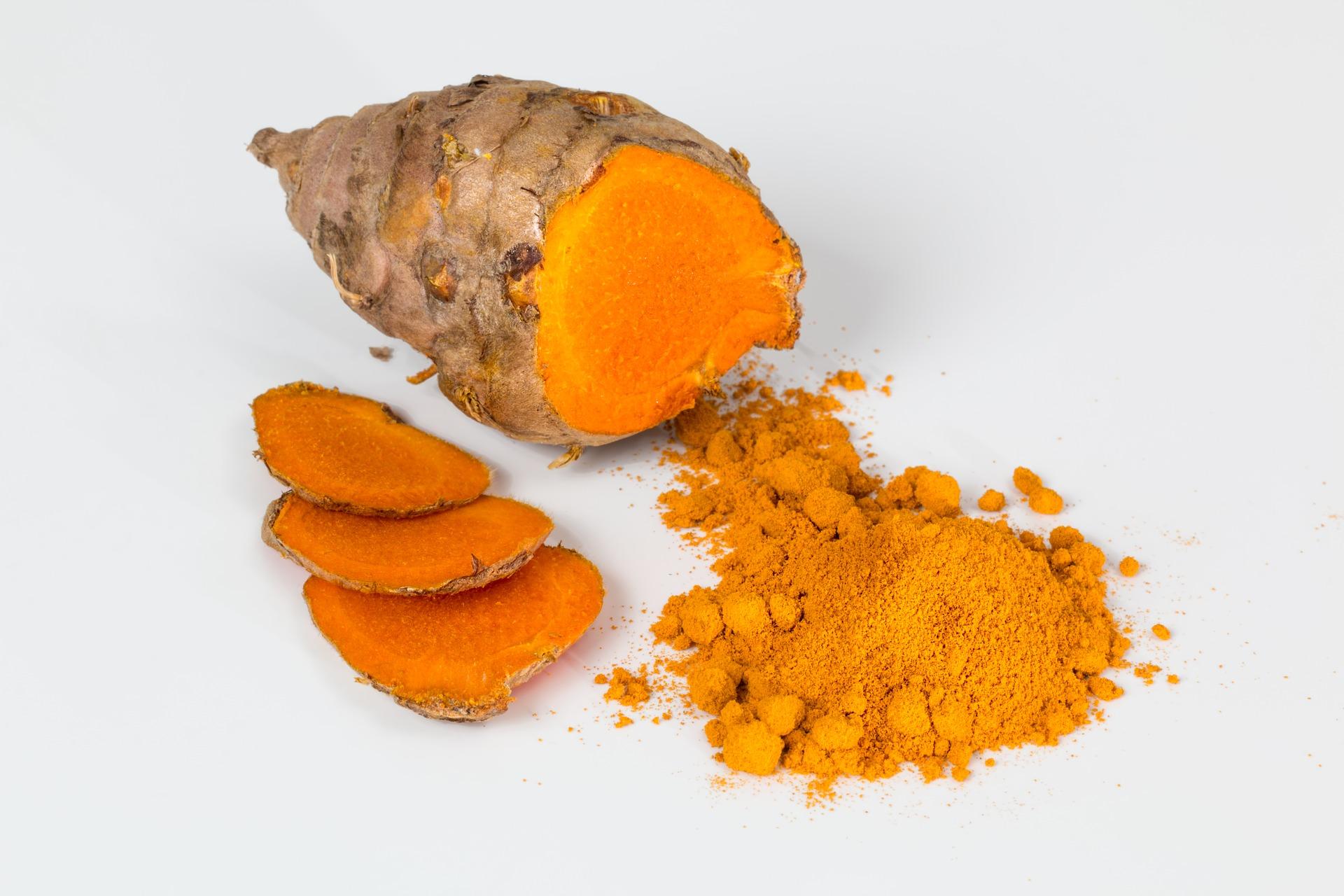 Rhizome de curcuma : épice détenant de nombreuses vertus pour la santé.