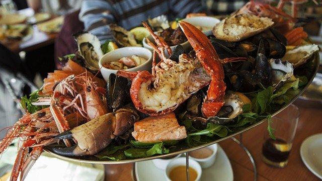 Le sélénium est présent en abondance dans certains aliments, notamment les fruits de mer.