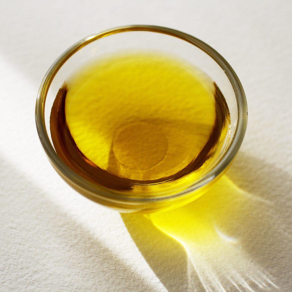 L'huile de carthame est une bonne source d'omégas 6.