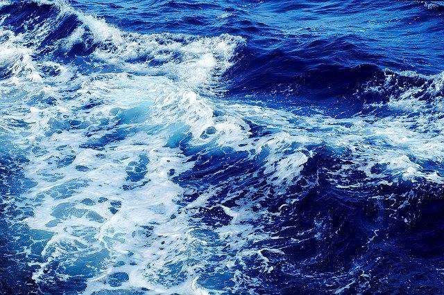 L'eau de Quinton hypertonique, issue de l'eau de mer, dispose de nombreuses propriétés et vertus.