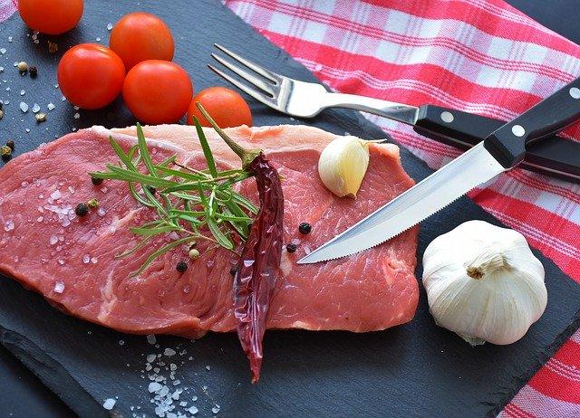 Il est important d'avoir une alimentation riche en fer, notamment en consommant de la viande rouge.