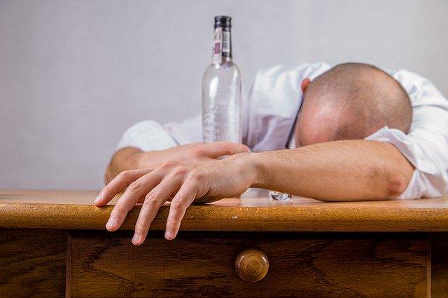 L'hypnose permet de lutter contre l'alcoolisme.