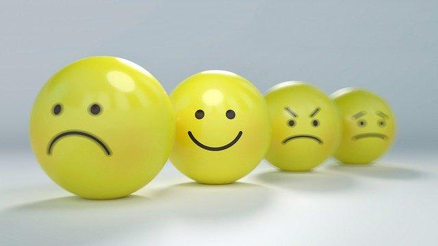 Smileys tristes représentant l'anxiété: cette émotion peut être traitée par l'hypnose.