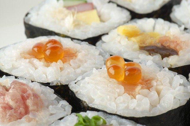 Sushis : la vitamine B12 est présente dans certains aliments.