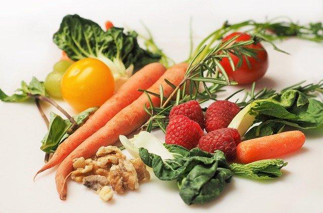 Fruits et légumes: aliments à privilégier pour une alimentation pauvre en fer.