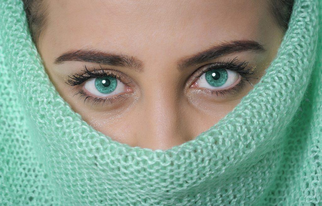 Femmes aux yeux verts : du zinc et du sélénium pour protéger votre vue.
