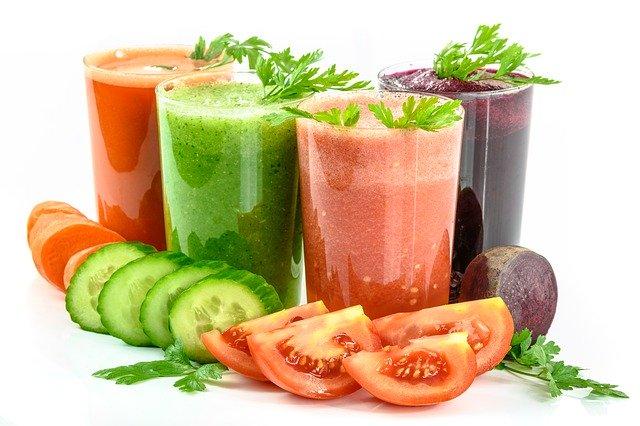 Jus de fruits et légumes frais : boissons à privilégier dans le cadre d'une cure détox naturelle.