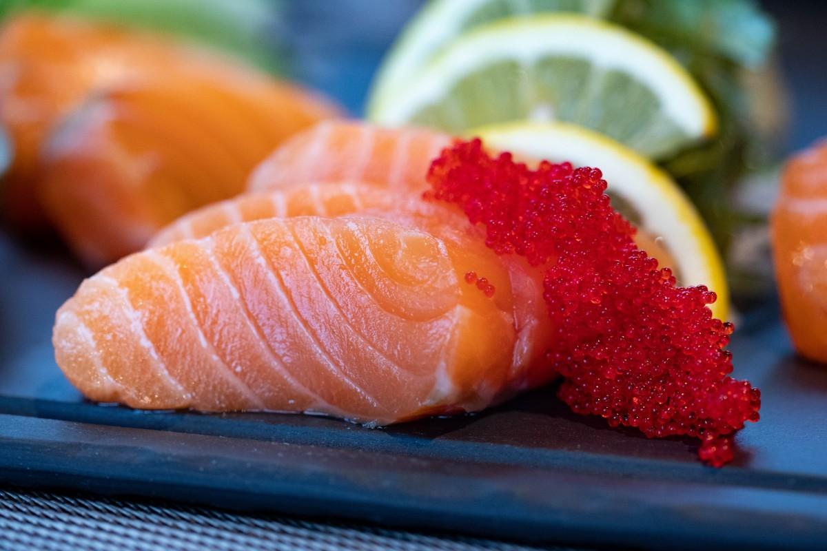 Saumon, poisson riche en omégas-3, adapté à une alimentation anti-arthrose.