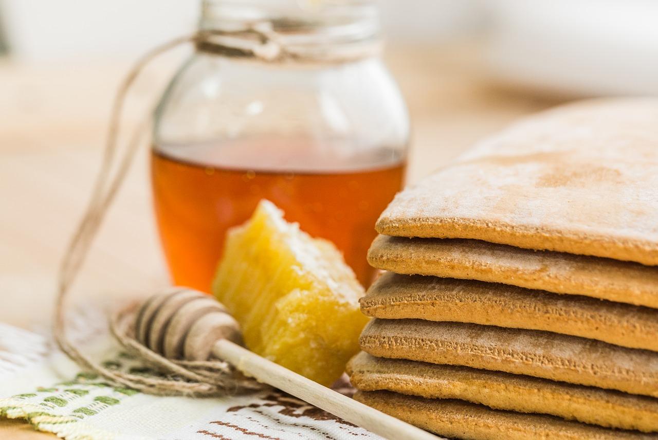 Nectar de miel, aliment à favoriser dans l'alimentation contre l'allergie au pollen.