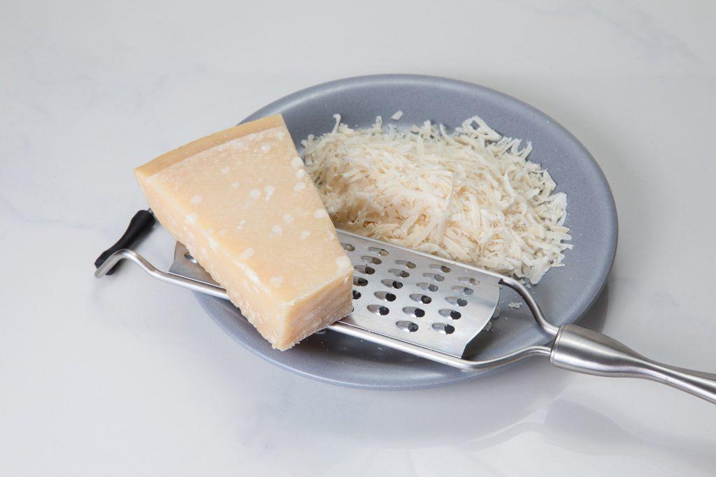 Alimentation riche en phénylalanine: parmesan.