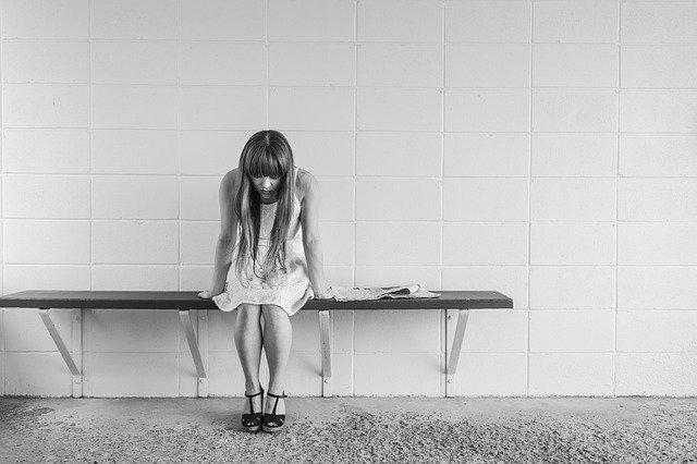 Femme souffrant d'endométriose: l'alimentation peut soulager cette pathologie.
