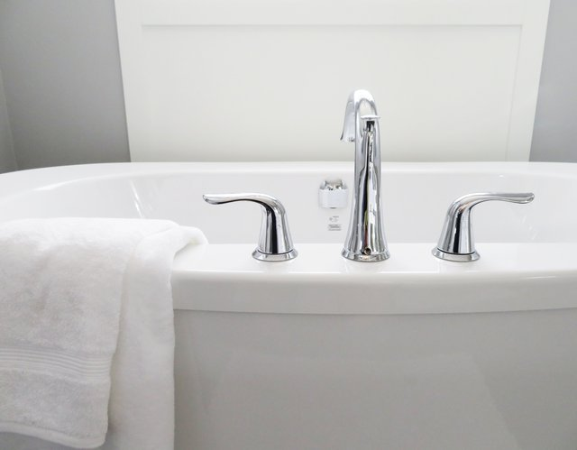 Baignoire représentant les bains de Salmanoff: bienfaits et applications de cette méthode.