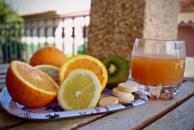 Oranges, kiwi et citron: dosage et posologie de la vitamine C présente dans les agrumes.
