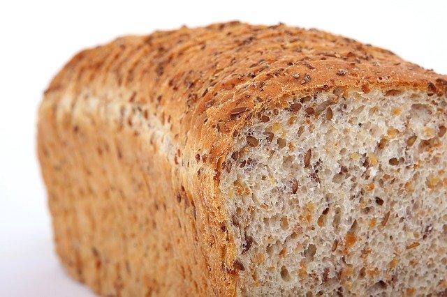Pain complet: pain qui contribue à une alimentation riche en fibres.